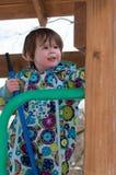 温暖的外套的愉快的小孩女孩雪天和获得乐趣在冬天外面,室外画象 免版税库存照片