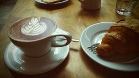 温暖的早餐在一个轻快早晨 免版税库存照片