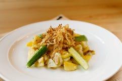 温暖的沙拉用土豆 免版税库存图片