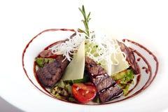 温暖的沙拉用肉和乳酪 免版税库存图片