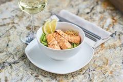 温暖的沙拉用鳗鱼和米 免版税库存图片
