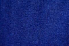 温暖的蓝色被编织的冬季衣服纹理  免版税库存照片