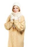 温暖的衣物的微笑的害羞的妇女 免版税库存照片