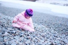 海滩的逗人喜爱的婴孩 图库摄影