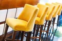 温暖的黄色高凳 免版税图库摄影