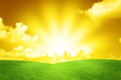 温暖美好的横向的日落 免版税库存照片