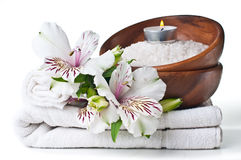 温泉、空白毛巾和花的资源 图库摄影