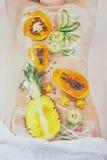 温泉做法用热带水果 免版税库存图片