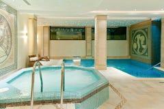 温泉内部在一家现代旅馆里 免版税图库摄影