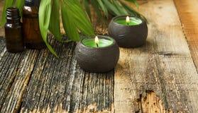 温泉在木背景的蜡烛设置 库存照片