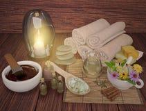温泉在黑暗的木背景的健康产品的构成 免版税库存照片