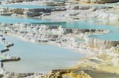 温泉城和小瀑布在棉花堡在土耳其 库存图片