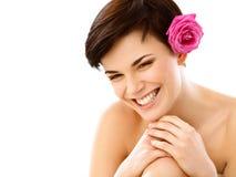 温泉妇女。有一朵花的微笑的女孩反对白色Backg 库存图片