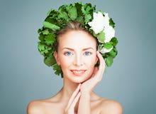 温泉妇女时装模特儿微笑 巴恩,芬兰蒸汽浴 免版税库存图片