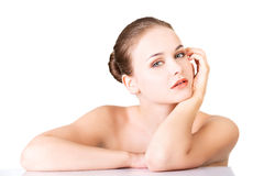 温泉妇女的美丽的面孔有健康干净的皮肤的。 免版税库存照片