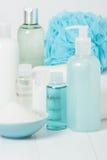 温泉成套工具 香波、肥皂酒吧和液体 阵雨胶凝体 芳香疗法 库存照片