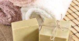 温泉按摩毛巾和肥皂 免版税库存照片