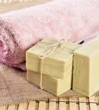 温泉按摩毛巾和肥皂 库存图片