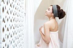 温泉的亚裔女孩 图库摄影