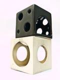 两三台使用的白色和黑立方体陶瓷芳香燃烧器 库存图片