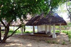 温泉的家具和泰国按摩在庭院里 免版税图库摄影