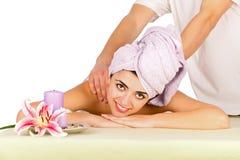 美丽的夫人Receiving Massage 免版税库存图片