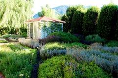 温泉秀丽别墅在豪华旅馆Albergo的辣庭院里 免版税库存照片