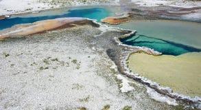 温泉蓝色和黄色黄色石公园 免版税库存照片