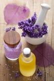 温泉设置了用新鲜的淡紫色 免版税库存图片
