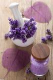 温泉设置用新鲜的淡紫色 免版税库存图片