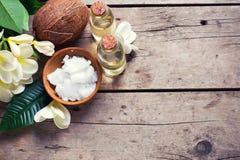 温泉设置用椰子 免版税图库摄影