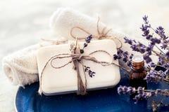 温泉静物画用淡紫色 免版税库存照片