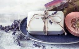 温泉静物画用淡紫色 库存图片