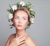 温泉面孔 有清楚的皮肤的健康妇女 免版税库存图片
