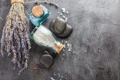 温泉治疗-身体关心 aromatherapy淡紫色 图库摄影