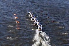 温特帕克乘员组夏恩Kerns舵手在水中投入手 免版税库存照片