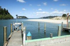 温特沃思Whangamata Coromandel半岛的新西兰NZ河口出海口 库存图片