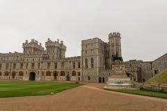 温莎城堡内在庭院10月下旬的 图库摄影
