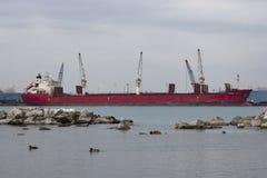 温莎,加拿大的12月09日, 2015货轮和货船联邦猎人在底特律,密执安靠了码头 免版税库存照片