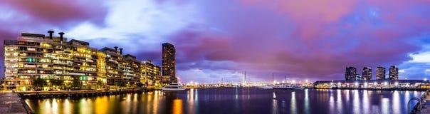 港区和Bolte桥梁美丽的景色的全景视图  库存照片