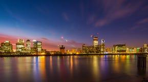 港区日落伦敦泰晤士河伦敦英国 库存照片