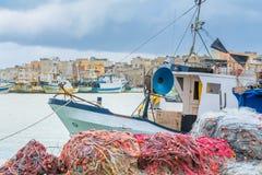 港口、小船和江边在特拉帕尼,西西里岛 免版税库存照片