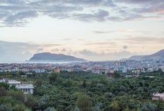港口、海和堡垒日落视图在阿拉尼亚,土耳其 库存图片