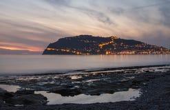 港口、海和堡垒日落视图在阿拉尼亚,土耳其 库存照片