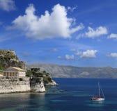 港口、老堡垒和古希腊寺庙科孚岛,希腊 图库摄影