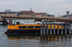 港口公共汽车在丹麦 免版税库存照片