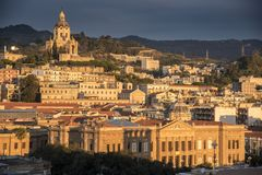 港口前面大厦墨西拿西西里岛 免版税库存图片