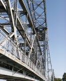 港口升降吊桥 免版税图库摄影