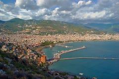 港口和城市的看法 免版税库存图片