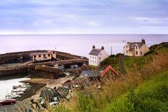 港口和村庄圣的Abbs在Berwickshire,苏格兰, 07 08 2015年 库存照片